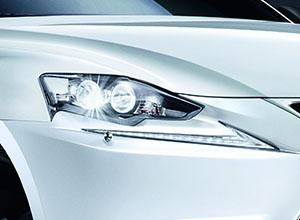 is-300h-xenon-headlights