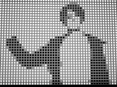 Sagoma umana in biano e nero suddivisa in pixel all'interno di una griglia interattiva
