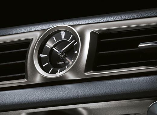Het klokje in het dahboard van een Lexus GS 300h