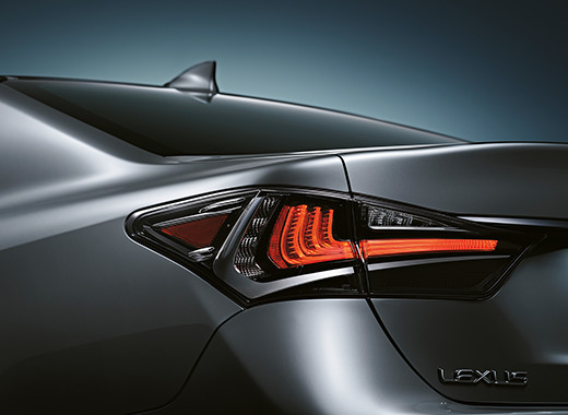 Een achterlicht van een Lexus GS 300h