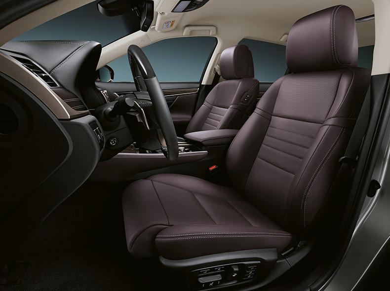 Het luxe interieur van een Lexus GS 300h