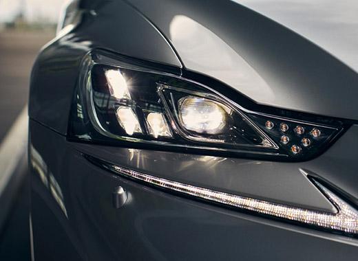 Detaljbild framlyse Lexus IS 300h 2017