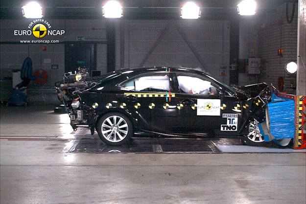 Lexus IS Euro NCAP 5