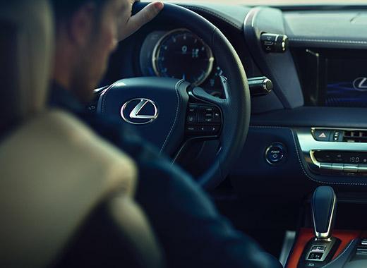 Lexus LC avtomobilində müasir və premium interyer