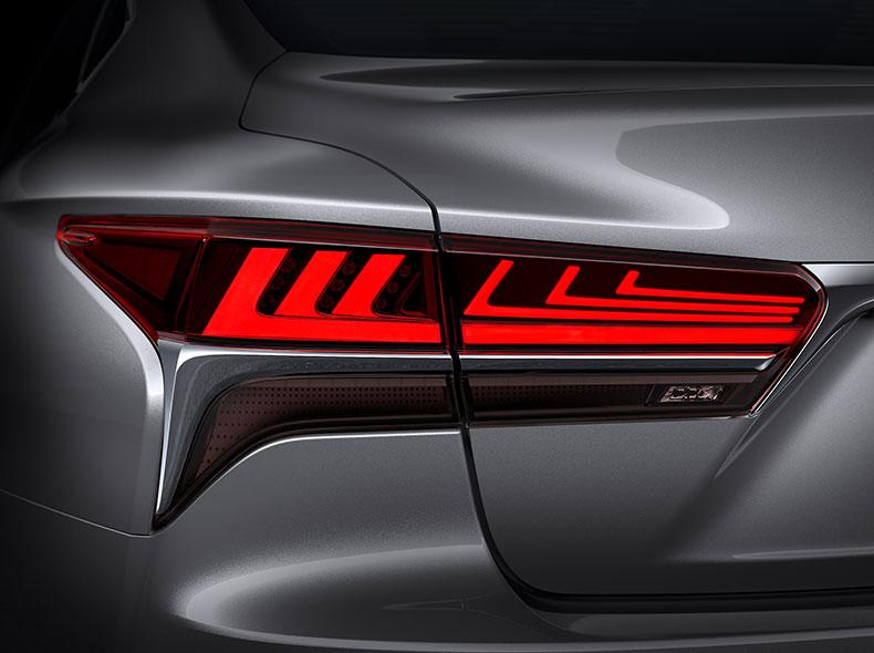 Yeni Lexus LS avtomobilinin arxa işıqları