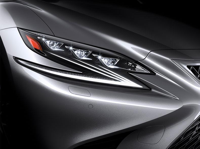 Yeni Lexus LS avtomobilinin ön faraları