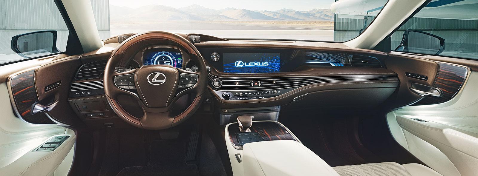 Lexus LS avtomobilinin interyer görüntüsü