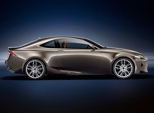Lexus LF CC Concept avtomobilinin yan görüntüsü