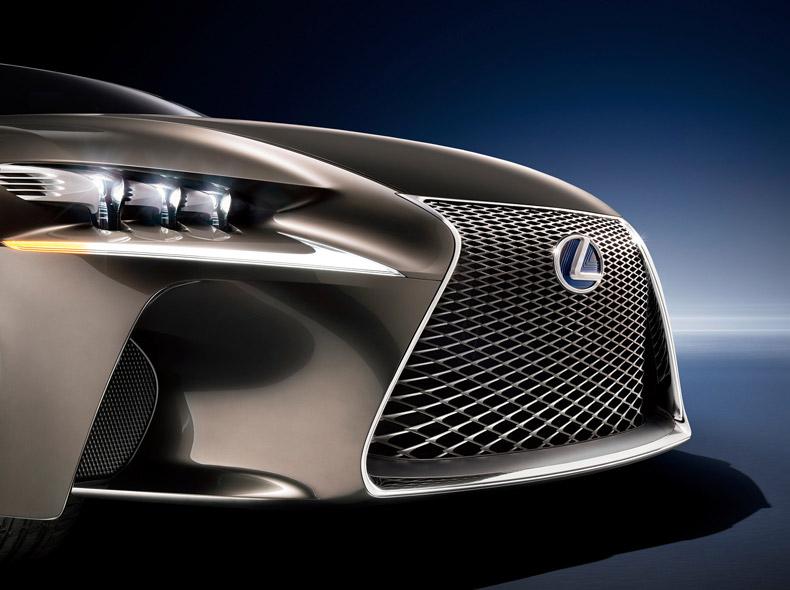 Lexus LF CC Concept avtomobilinin ön faraları və radiator barmaqlığı