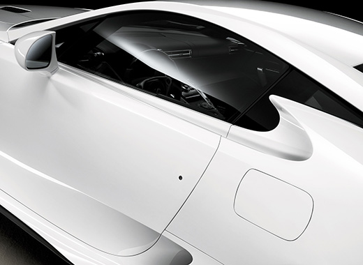 Lexus LFA avtomobilində pəncərədən interyer görüntüsü