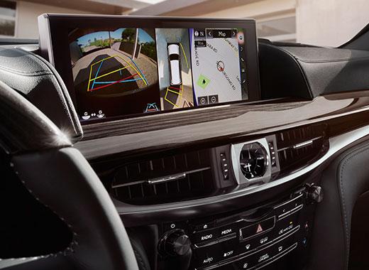 Lexus LX 450d avtomobilində üslublu monitor