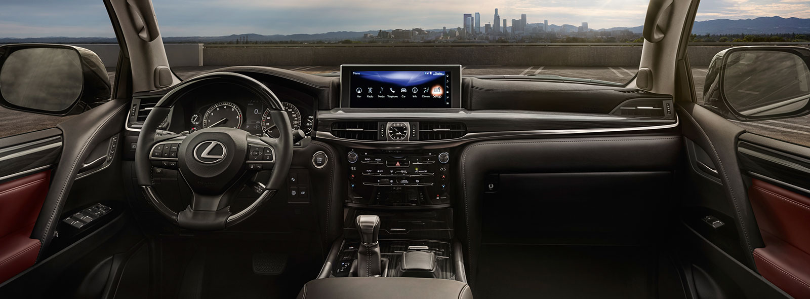 Lexus LX 450d avtomobilində mükəmməl interyer görüntüsü