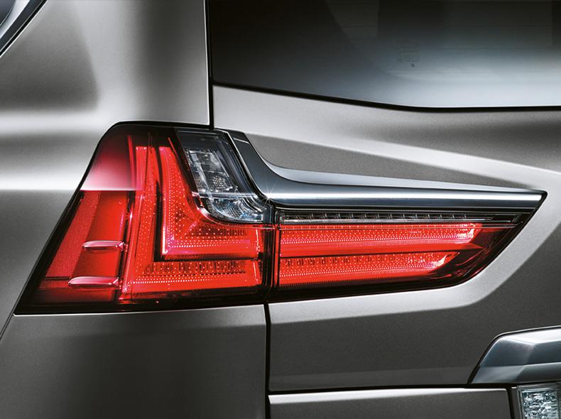 Lexus LX 450d avtomobilinin arxa fara işıqları