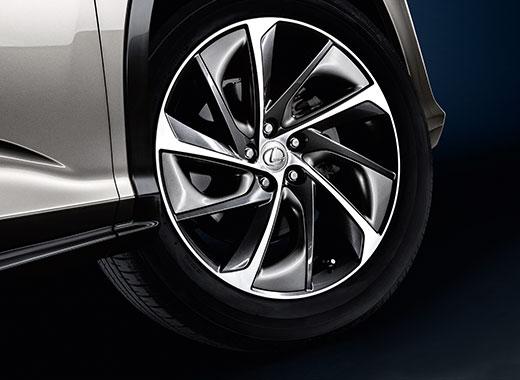 Вид элегантного легкосплавного колесного диска Lexus RX 350