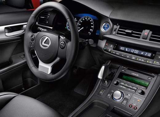 Bestuurdersruimte van de Lexus CT 200h