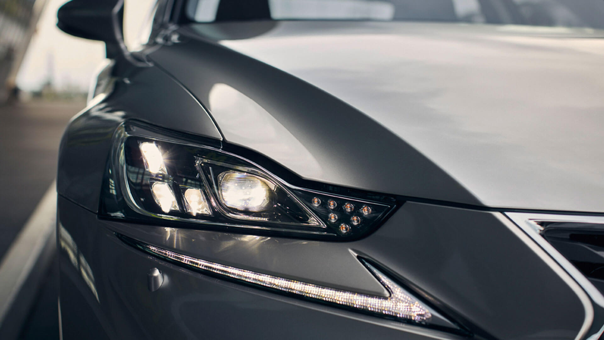 2017 lexus is 300h features led headlights