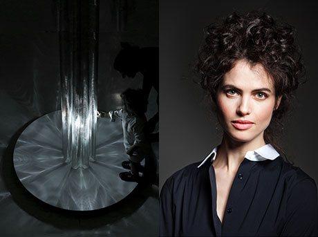 Vista de la Semana del Diseño de Milán junto al retrato de la profesora Neri Oxman