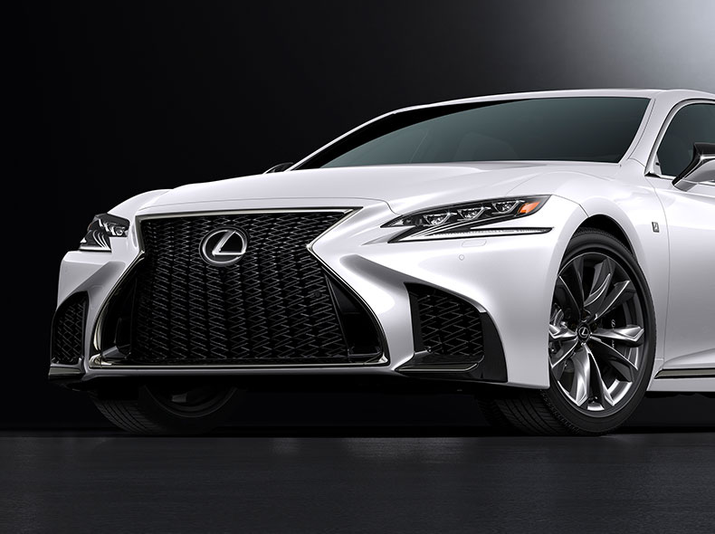 Vista lateral frontal de la parrilla del nuevo Lexus LS 500 blanco