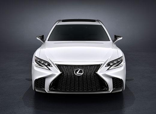 Vista frontal del nuevo Lexus LS 500 blanco
