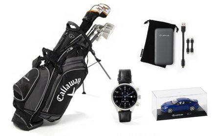 Bodegón con productos lexus reloj coche mini power bank y palos de golf