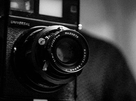 Vista detalle de objetivo de cámara de cine
