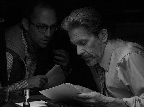 Jon goldman revisando el guión