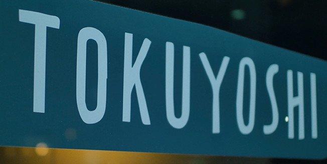Rotulo del chef experto Yoji Tokuyoshi