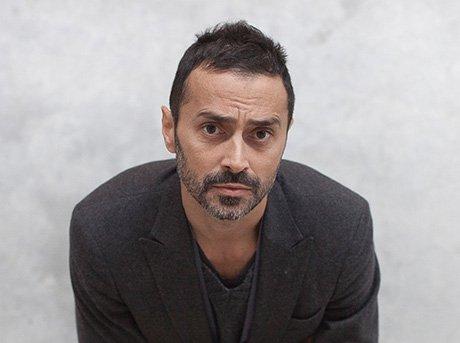 El diseñador Fabio Novembre se graduó en arquitectura y estudió cinematografía