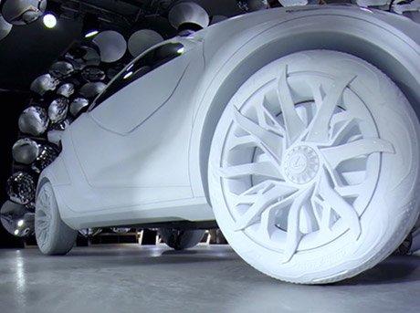 Vista contrapicada de prototipo realizado en material de resina blanca