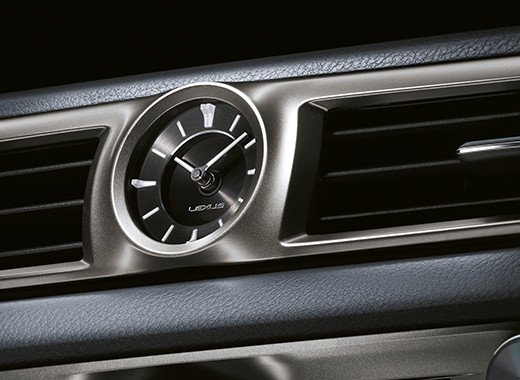 Vista detalle de reloj analogico del GS 300h