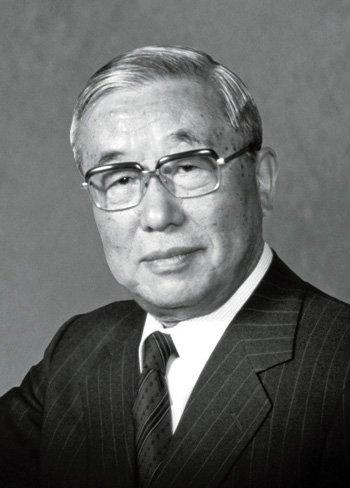Fotografia de uno de los fundadores de Lexus en 1983