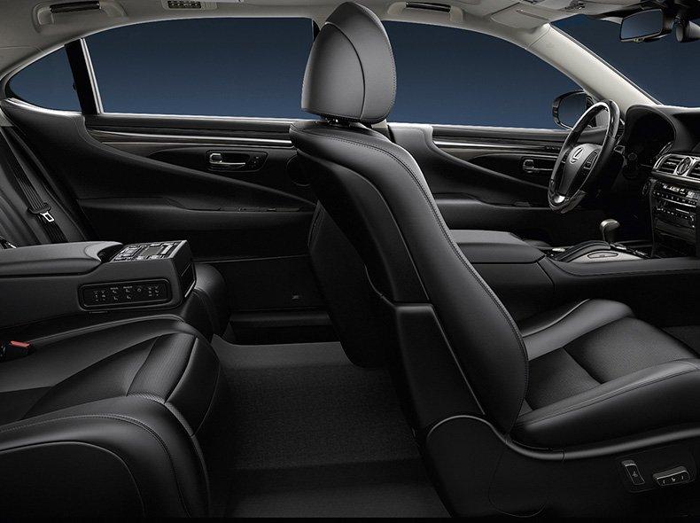 Vista detalle de asientos de piel del LS 600h