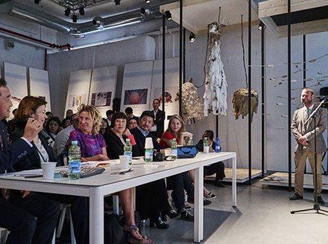 Publico asistente a evento de diseño de Lexus