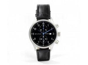 Vista detalle de reloj cronografo con correa de cuero negro