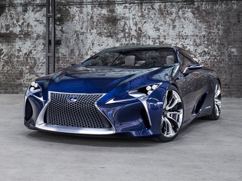 Vista frontal modelo en azul eléctrico