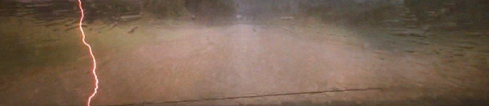 Detalle de rayo cayendo durante la tormenta