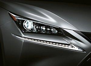 Vista en detalle de las luces LED del NX 300h Sport Edition gris