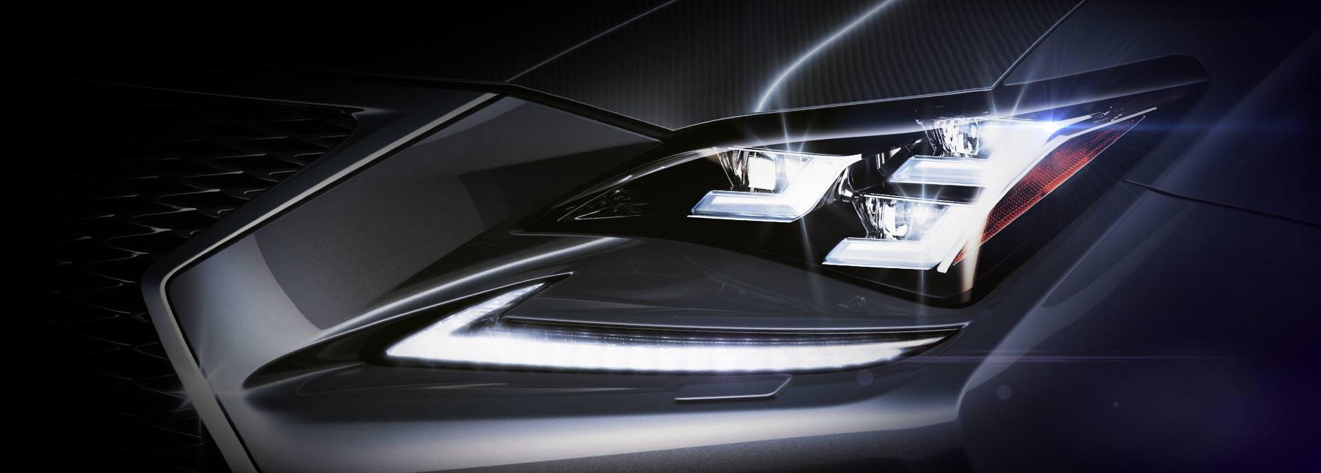 Vista detalle de faro Led delantero del NX 300h color plata