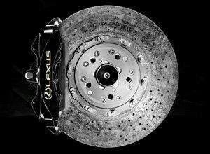 Vista detalle del diseño de los frenos de disco Lexus