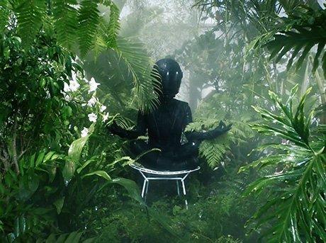 Vista frontal de una mujer en la selva testando al extremo la piel Lexus