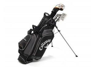 Vista frontal de juego de palos de golf en bolsa de cuero