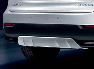 Primer plano del protector del faldón trasero del nuevo Lexus NX 300h Sport Edition en blanco