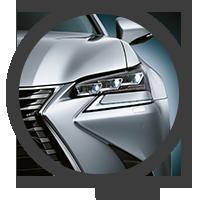 Vista detalle de faro delantero del GS F en color plata