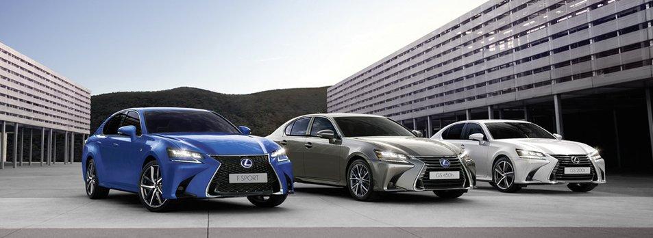 Vista frontal de versiones GS 300h blanco 450h plata y GSF azul