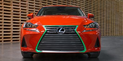 Vista frontal del Lexus IS 300h Sriracha