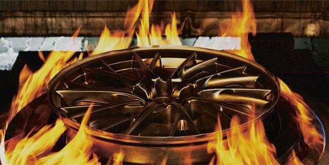 Fabricación de una llanta única al calor del fuego