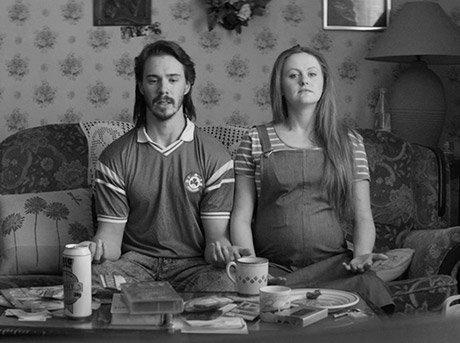 Vista frontal de los protagonistas del corto The Nation Holds Its Breath de Kev Cahill