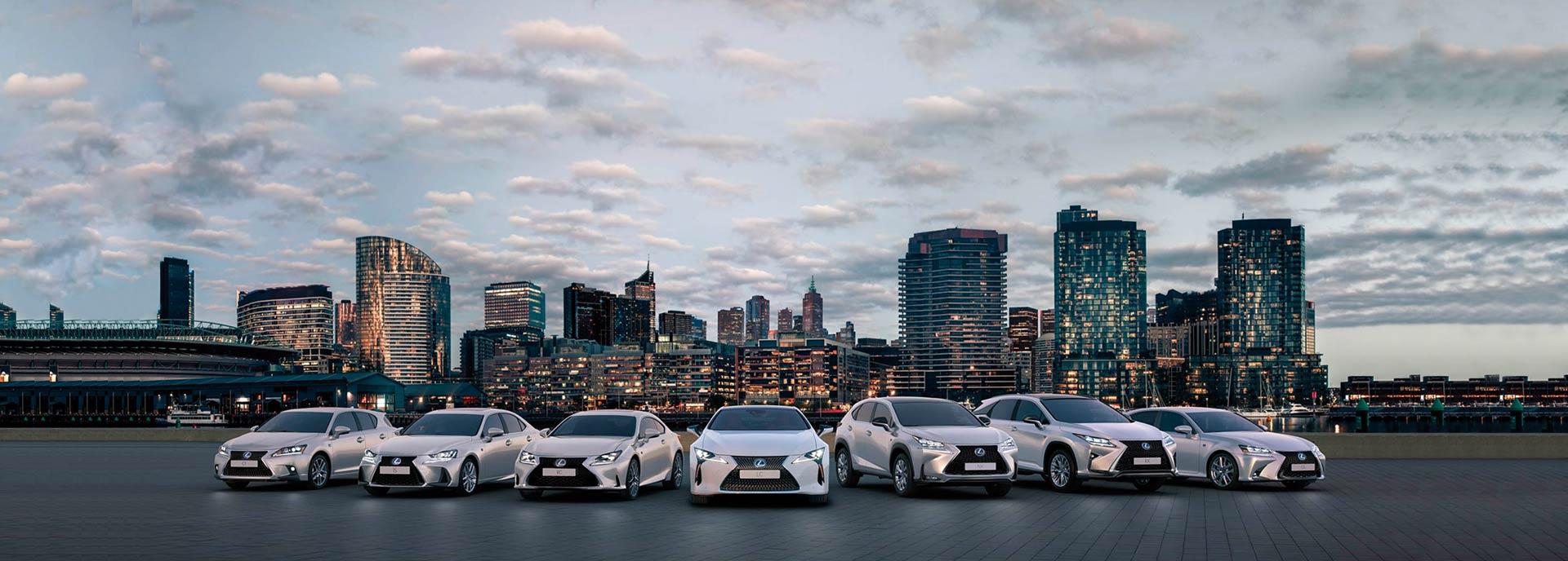 Vista frontal de toda la gama híbrida Lexus