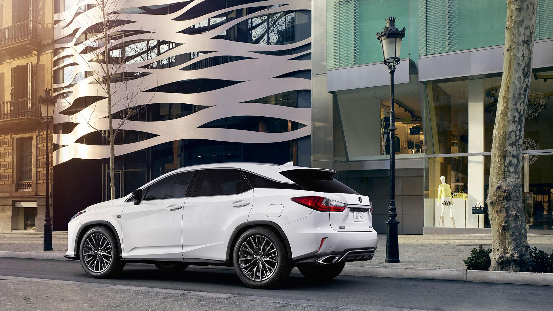 Lexus en el salón del vehículo de ocasión de Madrid 2016 hero asset