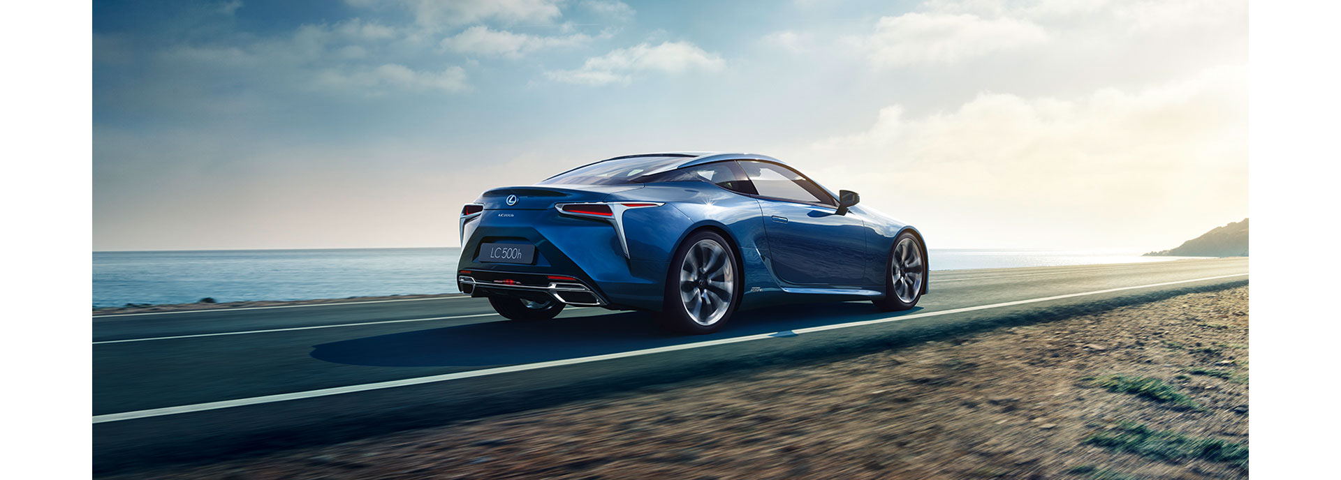 sininen Lexus LC 500h Hybrid